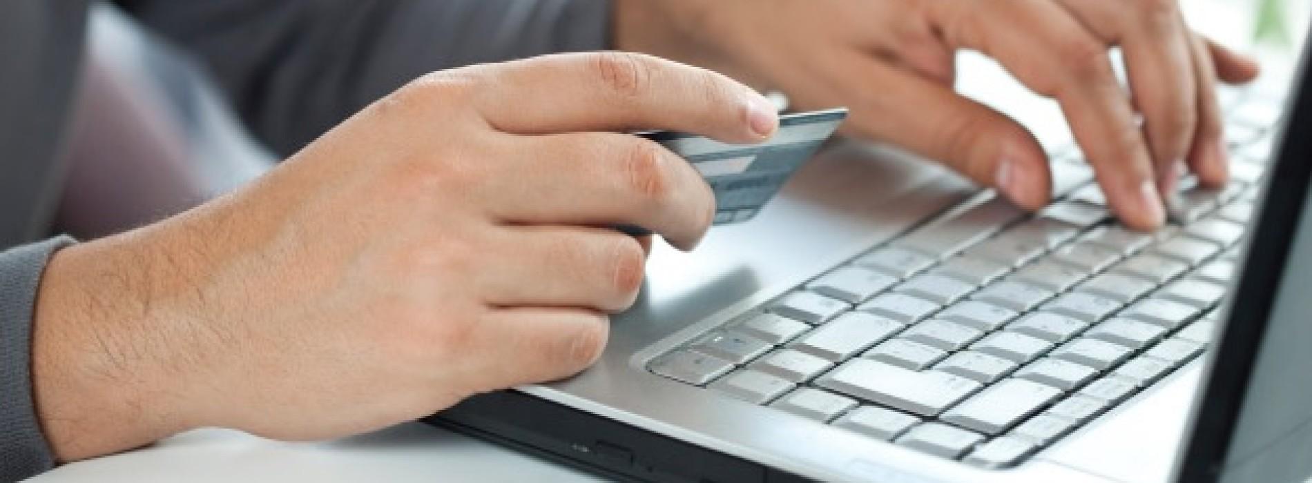 Polacy coraz częściej kupują produkty bankowe w kanałach zdalnych