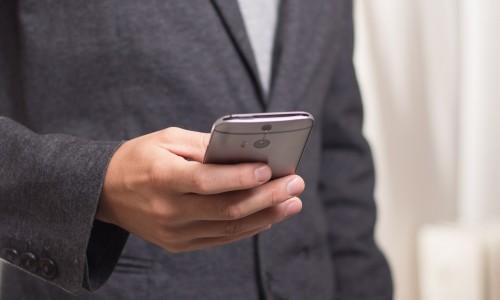 Polacy chętnie płacą telefonem, również za ubezpieczenia