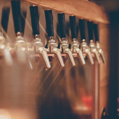 Branża piwowarska na minusie w 2020 roku. Najwięcej tracą piwa mocne, najszybciej zyskują bezalkoholowe