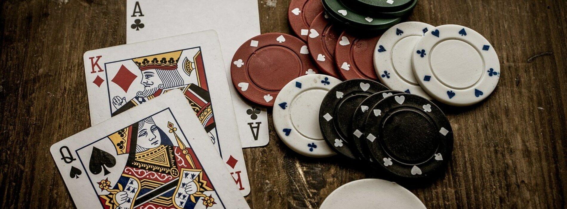 Rosną wydatki Polaków na hazard w internecie. Co trzecia złotówka trafia do operatorów działających poza polskim prawem