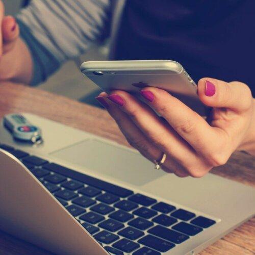 Prawie 5 mln Polaków nie korzysta z komputera i internetu. Podatki pogłębią jeszcze problem cyfrowego wykluczenia
